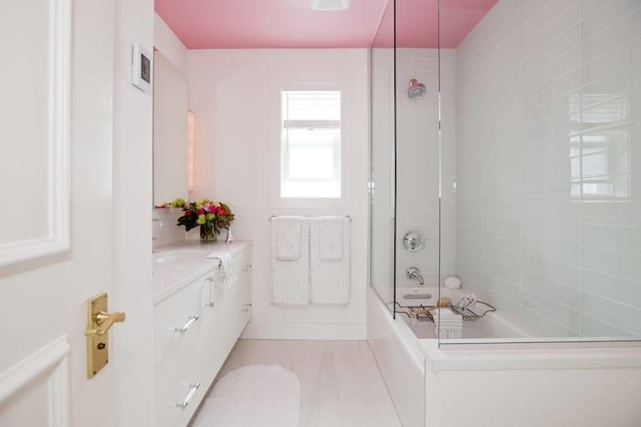 LOLV EP3055 - Bathroom 1
