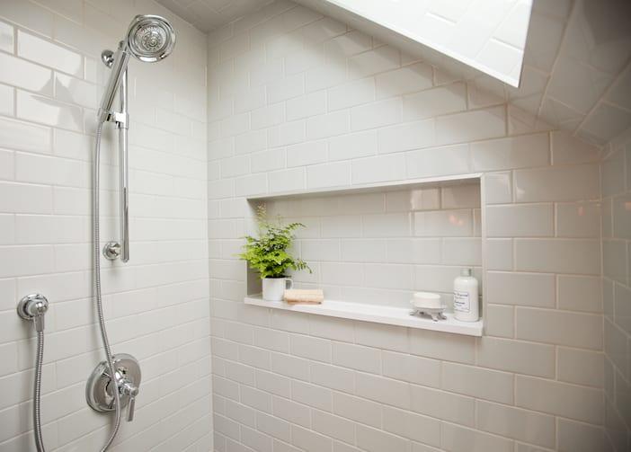 LOLV EP3060 - Detail - Upstairs Bathroom 1