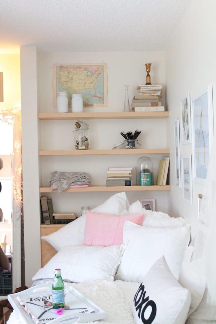 Student Dorm Room: Decorating A Dorm Room For Under $500