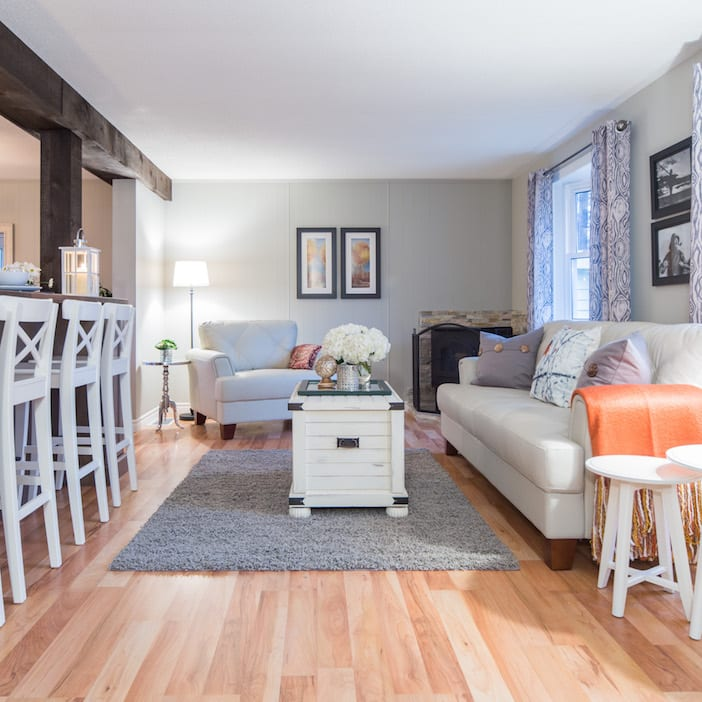 Love it or list it vacation homes brent kelly jillian for Living room 102