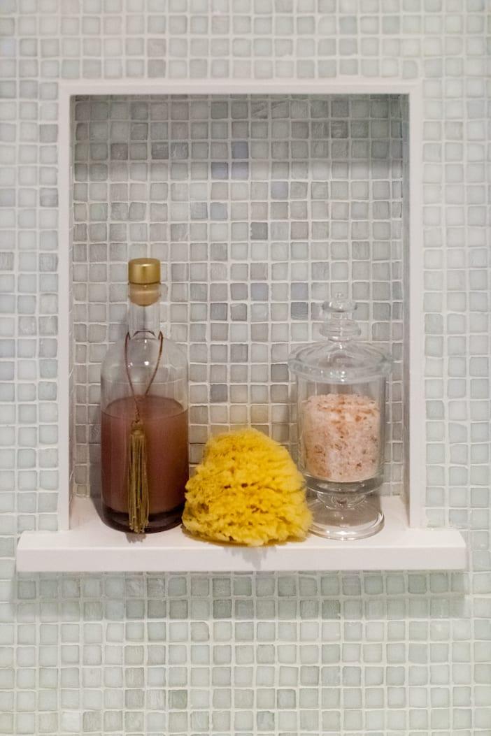 LOLV EP3078 - Detail - Girls' Bathroom 1