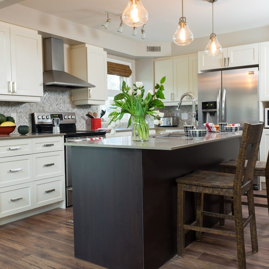 Love it or list it vacation homes brandi jackie for Jillian harris kitchen designs
