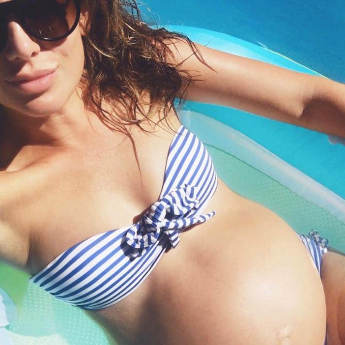 Jillian-Harris-blue-striped-bikini-pregnant