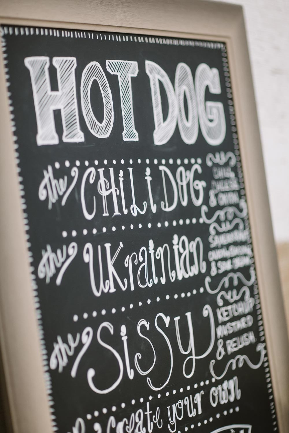 hotdog-sign-close-up