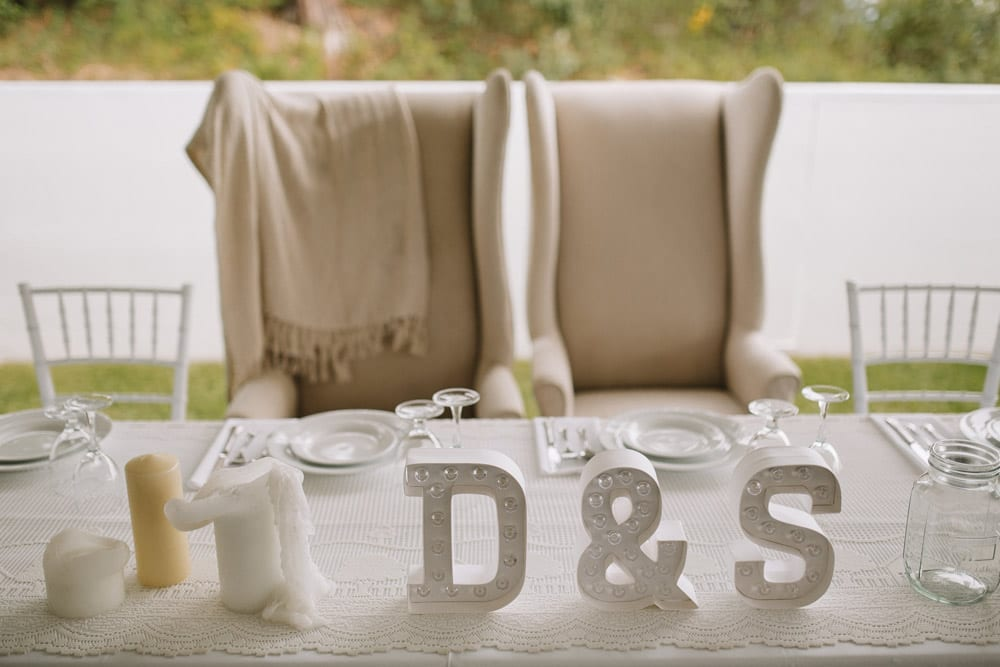 table-setting-at-head-table