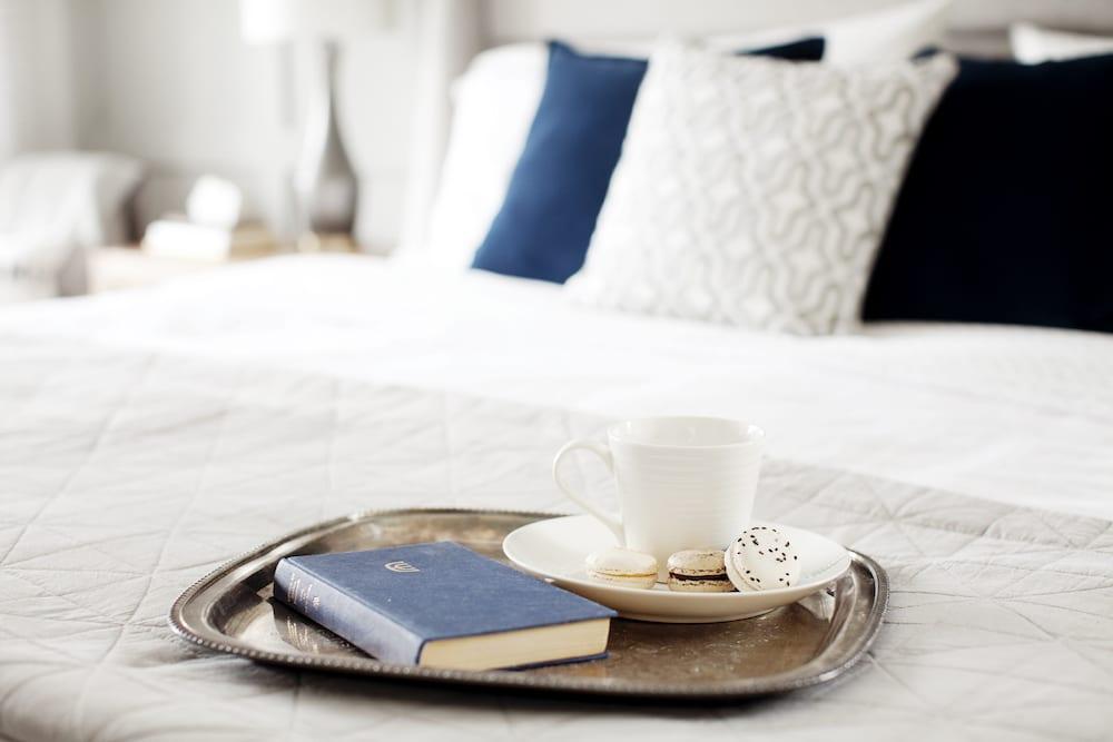 lolv-ep4083-detail-master-bedroom-3