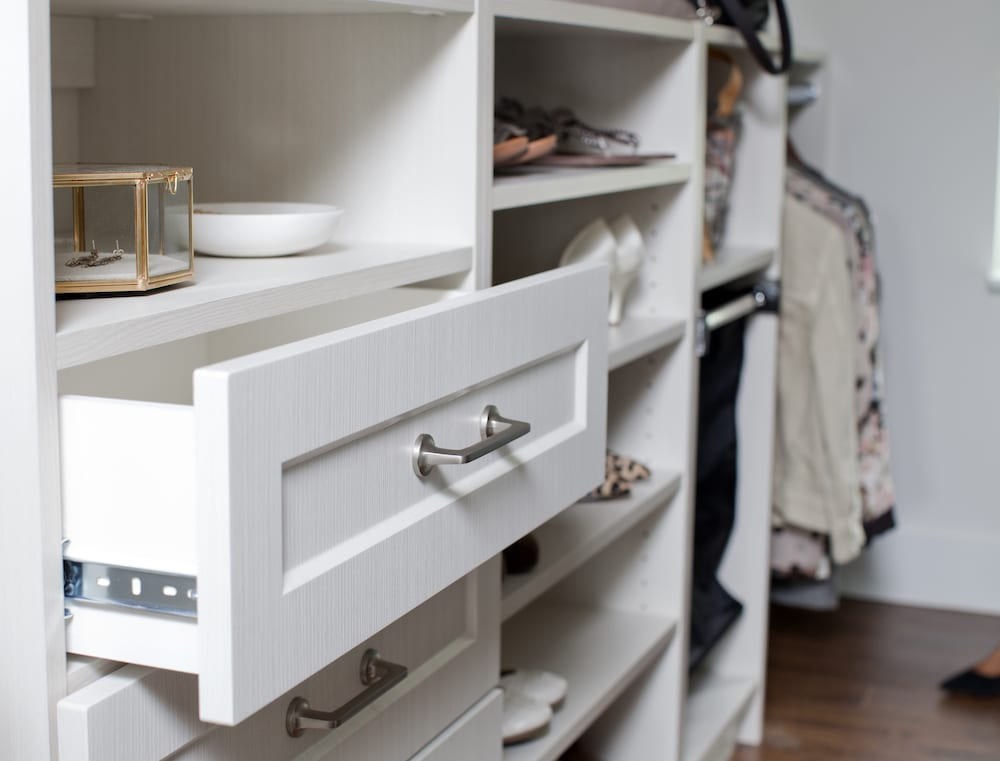 love it or list it vancouver-ep4083-detail-walk-in-closet-1