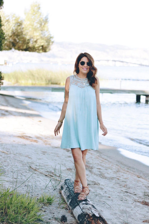 jill-walking-on-beach-in-modcloth