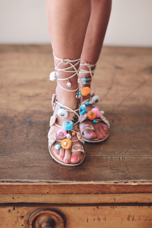 close-up-of-jillians-pom-pom-sandals-in-maui