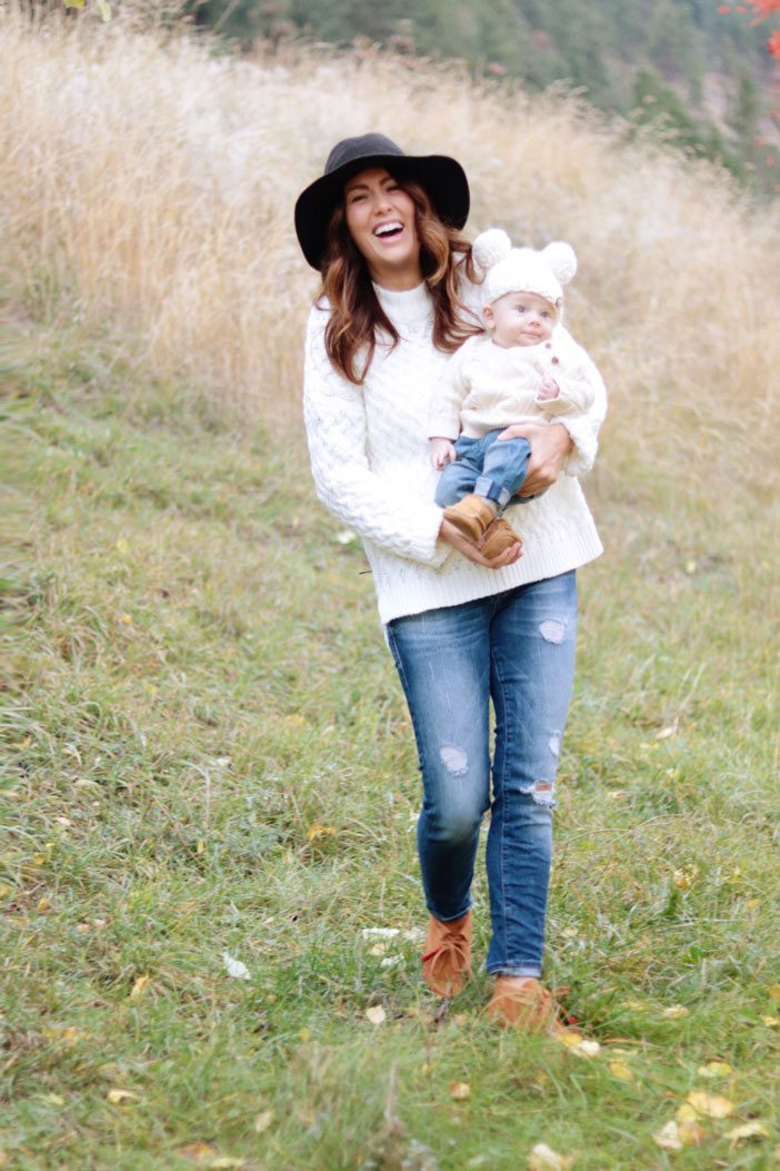 jillian-and-leo-walking-in-the-grass-in-matching-fall-outfits