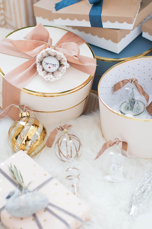 jillian-harris-monika-hibbs-gift-wrapping