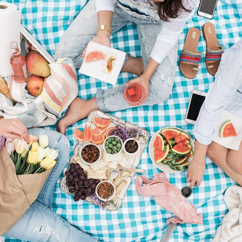 Jillian Harris Packing the Perfect Picnic