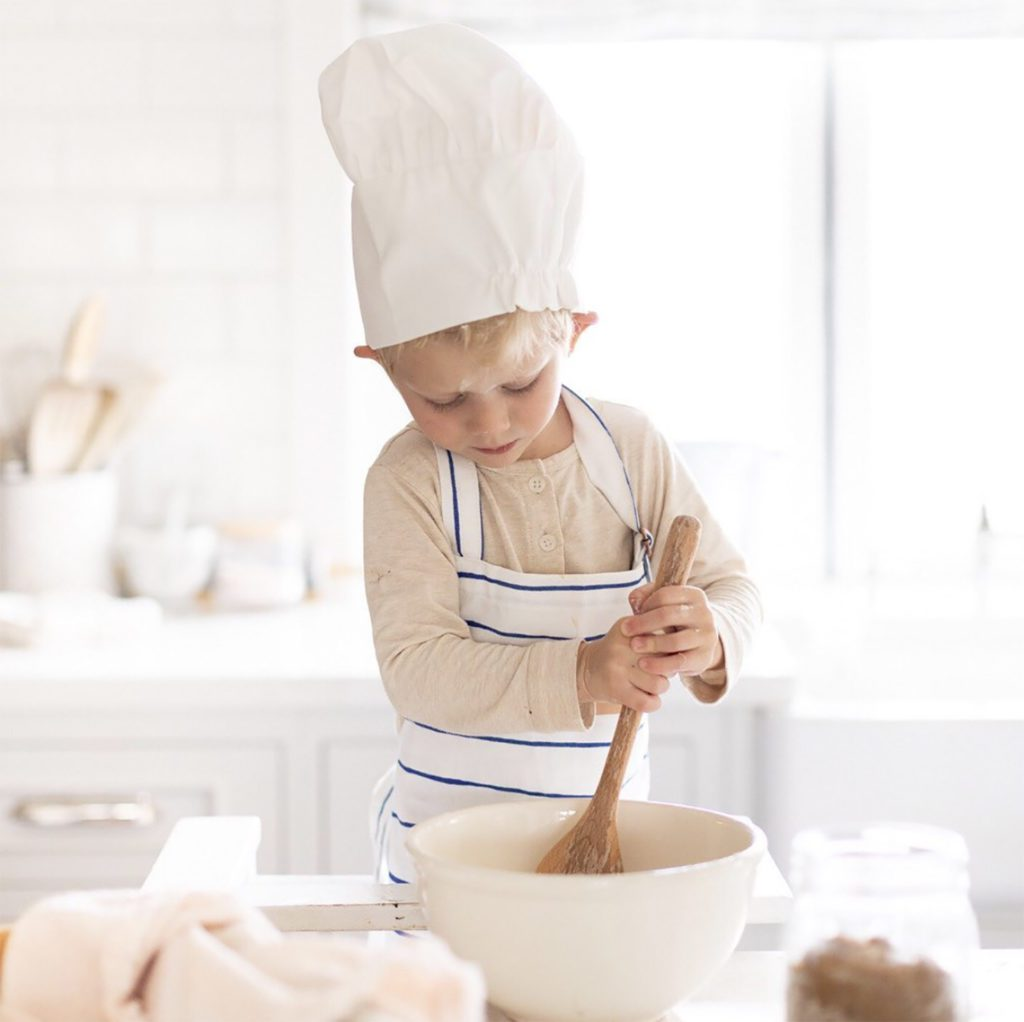 New Years Resolutions to Spend More Time Toddler Baking with Mom