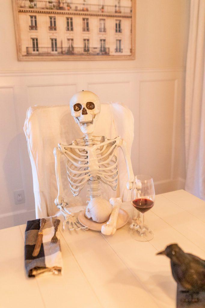 How to pose a fake Skeleton
