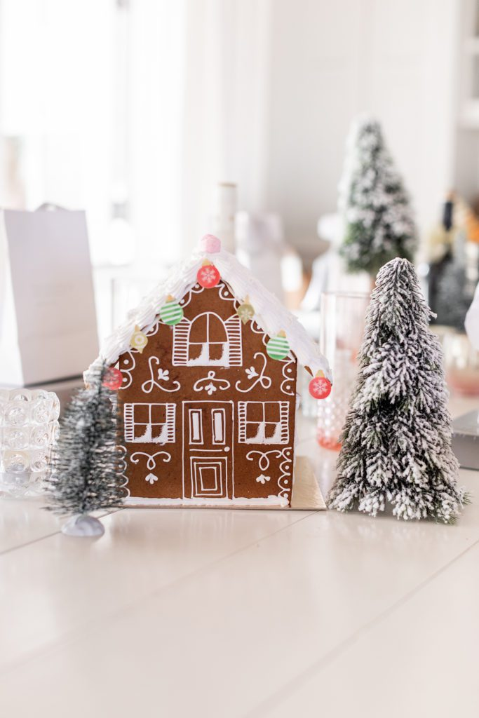 How to decorate gingerbread houses