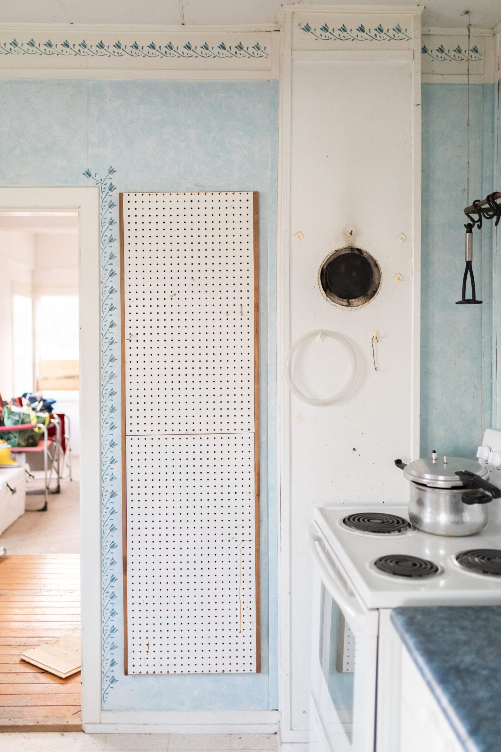 A kitchen wall in Jillian Harris and Justin Pasutto's Farmhouse before they started renovations.