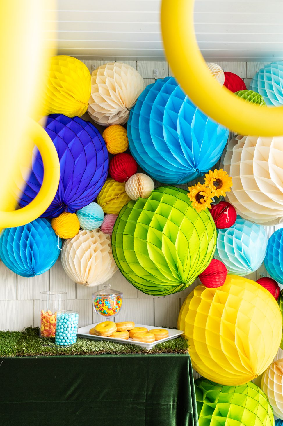Paper ball wall feature